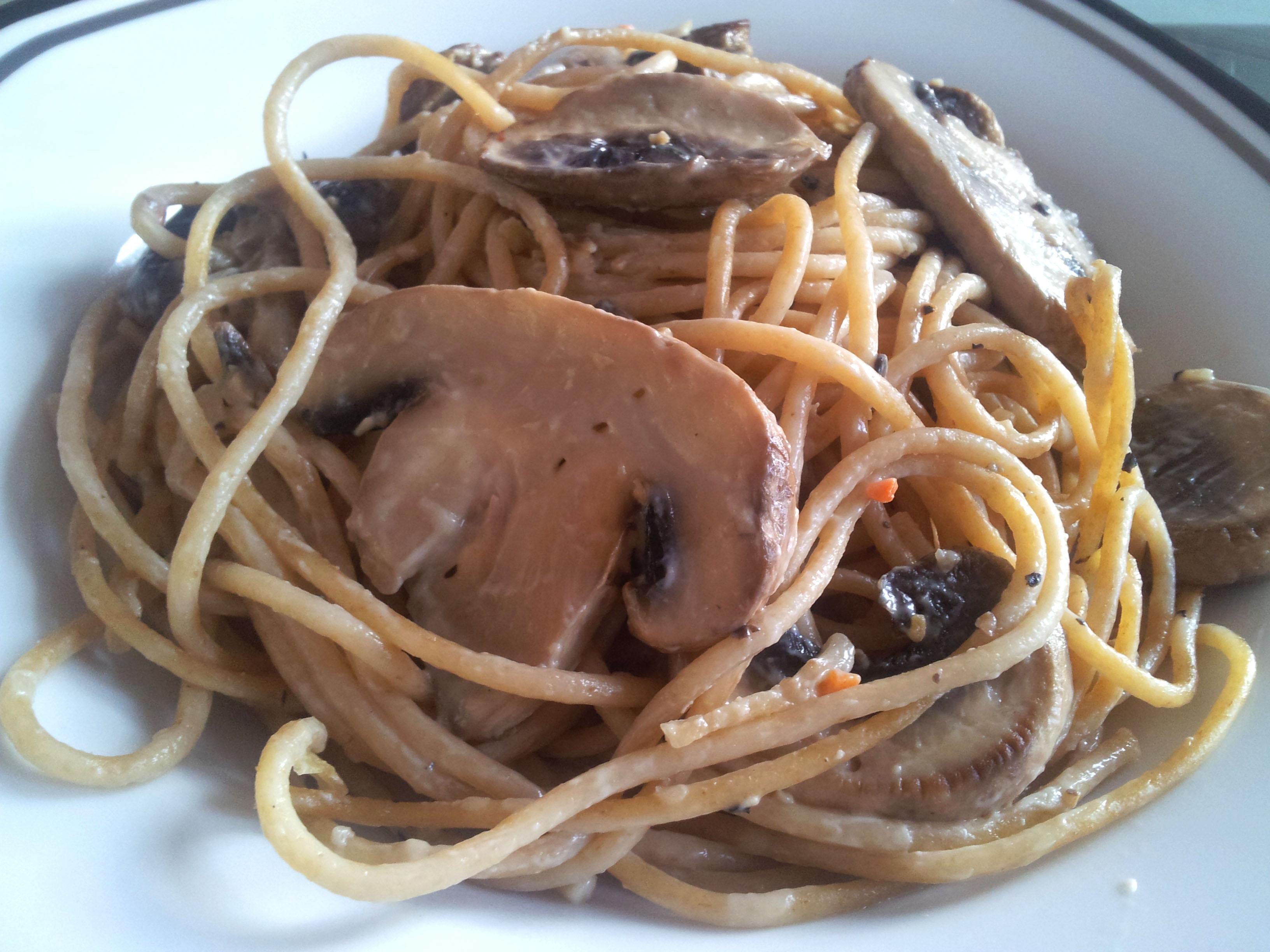 spaghetti in champignon sahne so e claudi 39 s vegan world. Black Bedroom Furniture Sets. Home Design Ideas